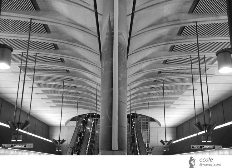 Canary Wharf Station 01 by 서정훈