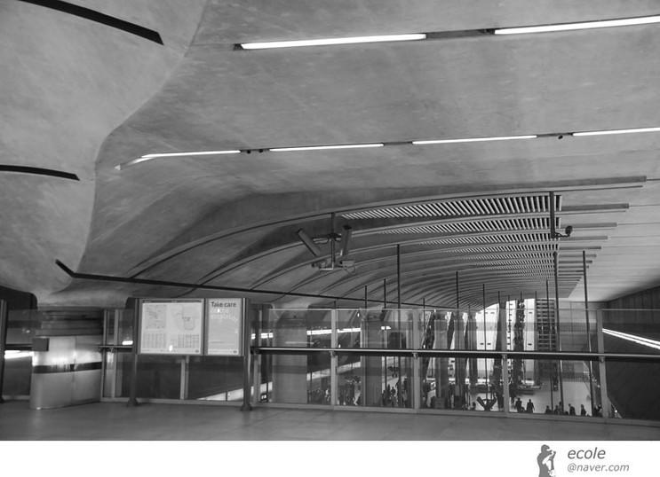 Canary Wharf Station 03 by 서정훈